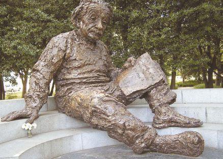 Памятник Альберту Эйнштейну, установленный в Вашингтоне