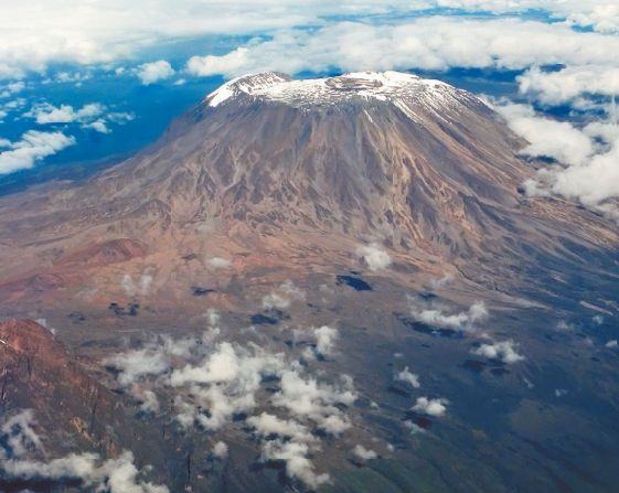 Вид на Килиманджаро с борта самолета